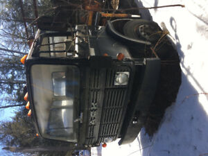 1981 Mack single axle flat bed dump with hiab crane