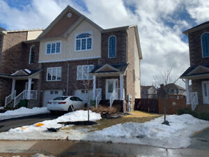 Furnished 3 brdm townhouse in Bedford avail now