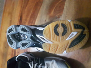 Volleyball court shoes