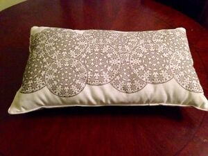 Silver & White Accent Pillow/cushion