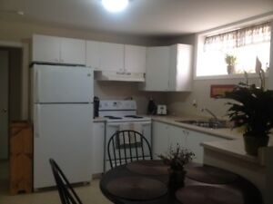 BEAUTIFUL BRIGHT 2-BEDROOM APARTMENT AVAILABLE JUNE 1st