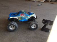LOOKING TO TRADE MY LOSI LST NITRO MONSTER TRUCK
