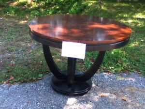 Free Large Round Pub Table 4x3 ft