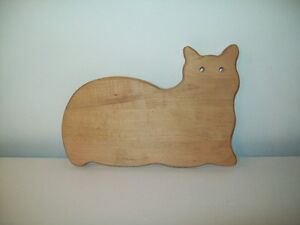 SOLID WOOD CAT CUTTING BOARD NEVER USED