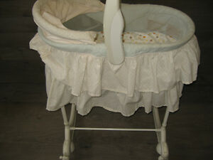 Bassinet (First years) night light/play music