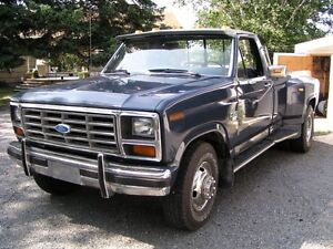 Camion Ford F-350 XL roues doubles