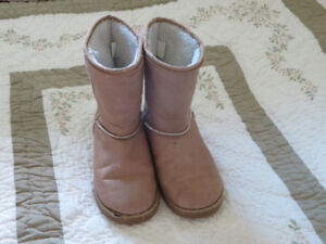 Size 8 synthetic sheepskin-looking boots