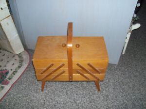 Vintage sewing stand .. folds out on each end ... good condition