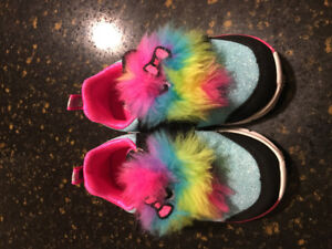 Toddler size 6 sneakers