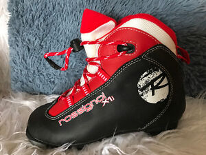 Youth sz 34 x country ski boots