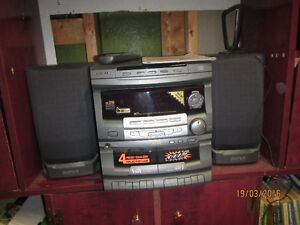 Stereo 3 cd disc changer, recorder to tapes-Tape to tape Kingston Kingston Area image 1