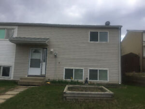3 edroom Thickwood townhouse for rent June 1st