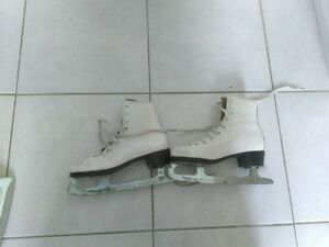 Kids/Youth Figure Skate (size 13)