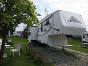 FIFTH WHEEL KINGSTON CROSSROAD 36 PIEDS IMPECCABLE