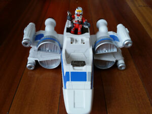 Star wars ship with action figure
