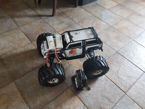 RC Traxxas Summit 4WD 1/10 Scale RC Truck