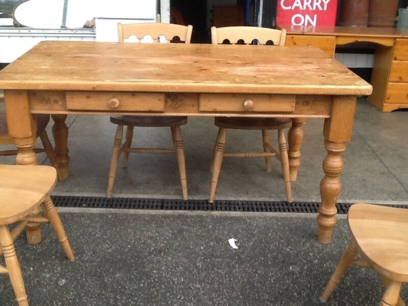 Pine farmhouse table and 4 pine farmhouse chairs,