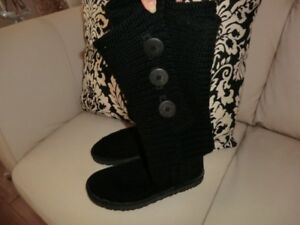 Size 8 Authentic Knitted UGGS