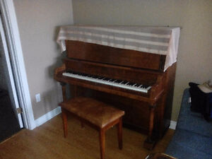 In Kipling sk,Nice old school type upright Piano and bench