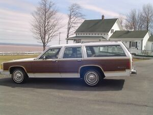 "BEAUTIFUL ""LTD COUNTRY SQUIRE""  WOODY WAGON""   RARE!!"