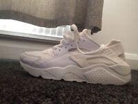 White Nike huaraches size 6