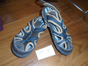 Kids sandals  size 9     $10 Very good condition