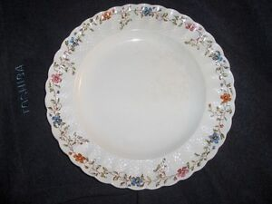 Spode China Wicker Dale pattern 5 piece place settings