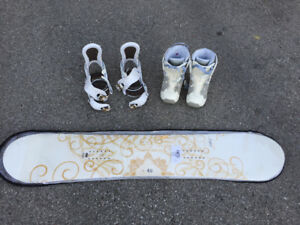 Snowboard (never used), boots and bindings