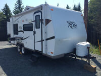 2011 ROCKWOOD ROO 21' w/ Hard Slide and Bunk Beds - SUV Towable