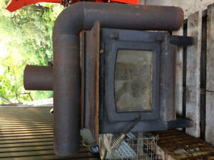 Wood stove with interior pipework.