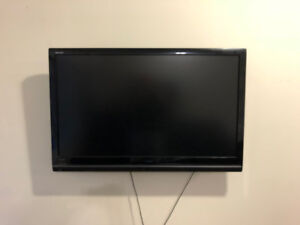 32 Inch TV with Wall Mount