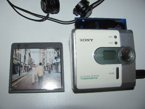 1990s SONY MD MiniDisc Walkman w/OASIS disc PLAYS Great