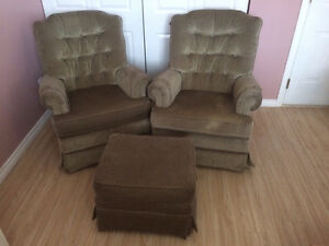 SET OF CHAIRS TO GIVE AWAY