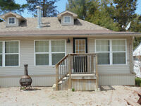 Cottage in Downtown Grand Bend - 1 block to Main St & Beach