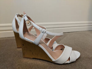 3d780364bf42 White   Gold Enzo Angiolini Wedge Sandals Size 6  50