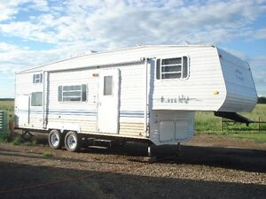 2004 Gulf Stream Kingsport, SLEEPS 9, 1/2 TON TOWABLE
