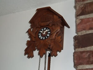 A Black-Forest vintage German one day cuckoo clock West Island Greater Montréal image 3