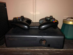 XBOX 360 4GB, 2 CONTROLLERS, 2 GAMES OF YOUR CHOICE