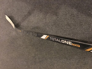 BAUER TOTALONE NXG HOCKEY STICK (Right - 67 Flex)