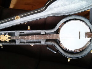 BANJO - Goldtone with hard case - mint condition..Canmore
