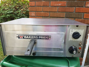 Professional Pizza/Bread Oven- Bakers Pride - NDG Area