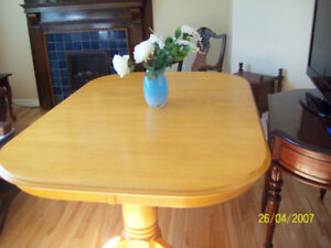 OAK DINNING ROOM SET /6 CHAIRS