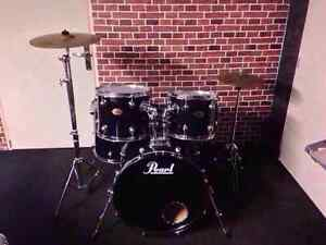 Drum batterie pearl export tout inclut avec 3 cymbales stand ped