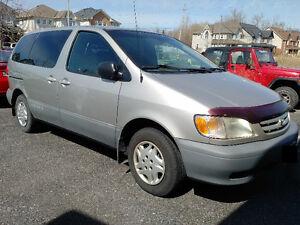 2001 Toyota Sienna CE Minivan, Van
