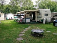 Roulotte fixe 35 pieds (camping domaine Rouville)