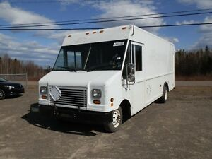 2006 Ford E-450 Cube/Box Van