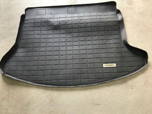 Original Cargo Tray Nissan Rogue 2013 	Like New condition