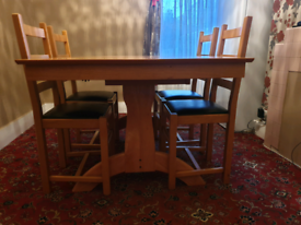 Extendable Dinning table and four chairs