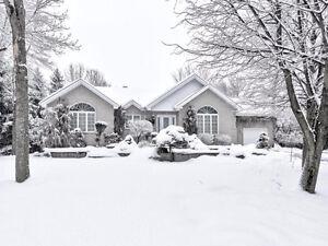 Splendide maison idéale pour famille à 8 min du DIX30