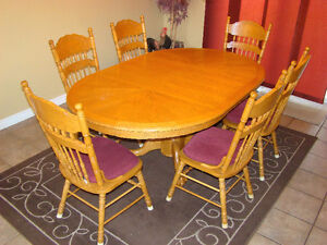 Country Style - Full Table with leaf & 6 chairs London Ontario image 1